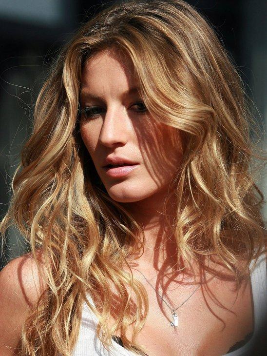Мелированные волосы покрасила в блондинку